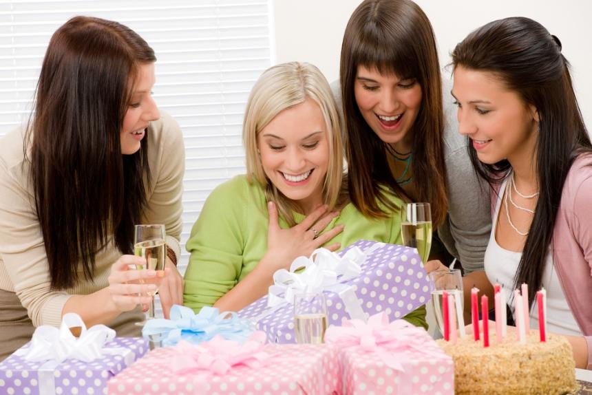 как поздравить подругу с днем рождения оригинально