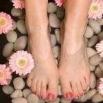 Избавиться от потливости и запаха ног