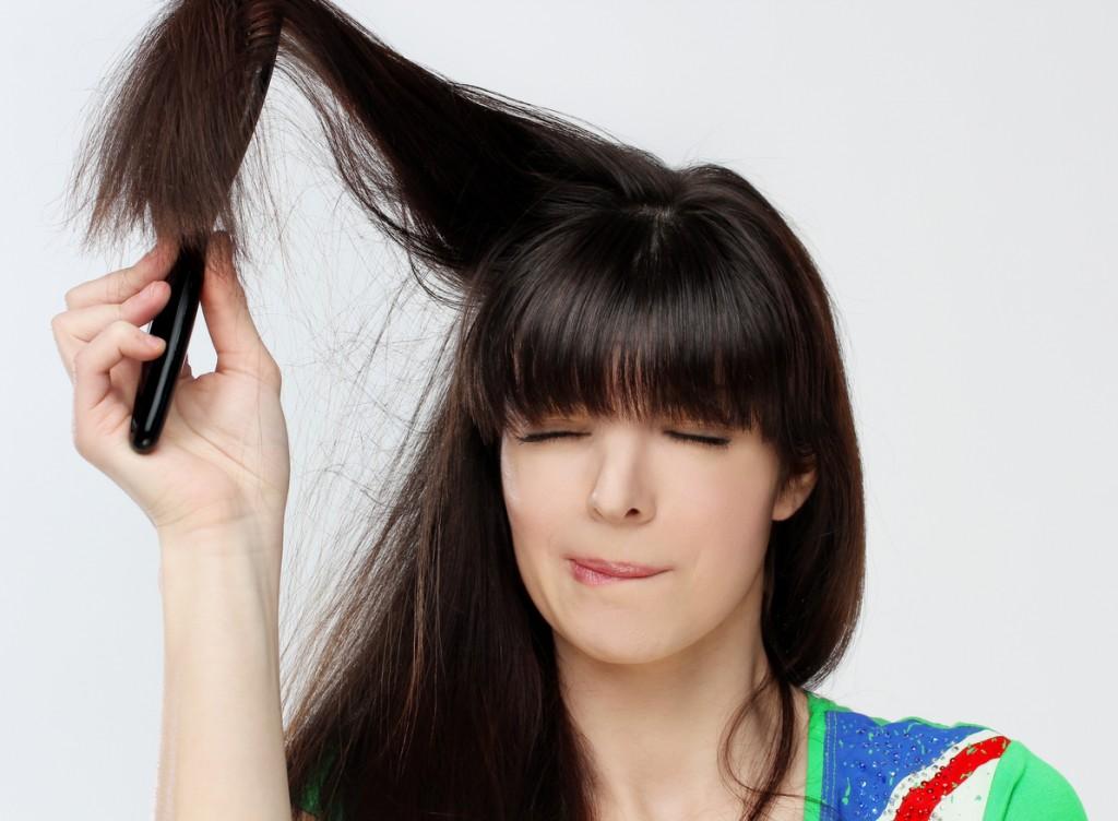 Выпадение волос у женщин – причины и лечение
