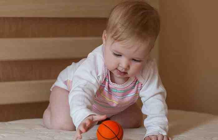 Картинки по запросу Развитие ребенка в 5 месяцев
