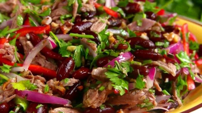 Вкусный, сытный и питательный салат. \ Фото: google.ru.
