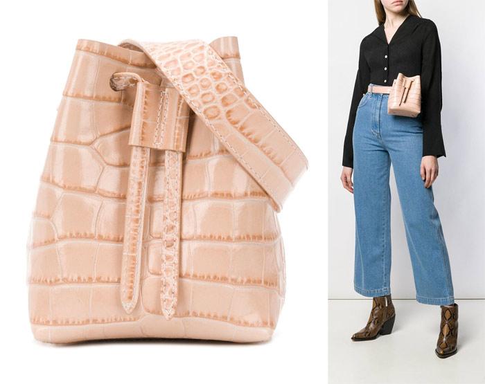 Кожаная поясная сумка Nanushka с тиснением в виде крокодиловой кожи, 307€