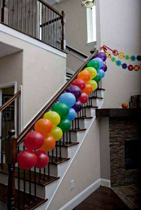 Продлить жизнь шарикам с гелием.