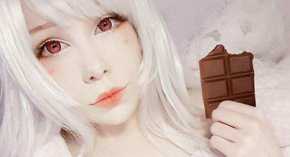 Днем сиделка, вечером— кукла: 20-летняя шведка «японулась»