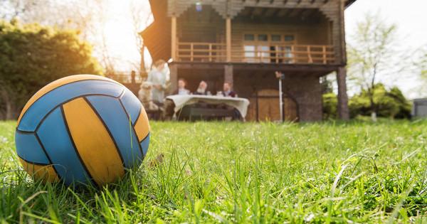 Какие опасности подстерегают надаче летом
