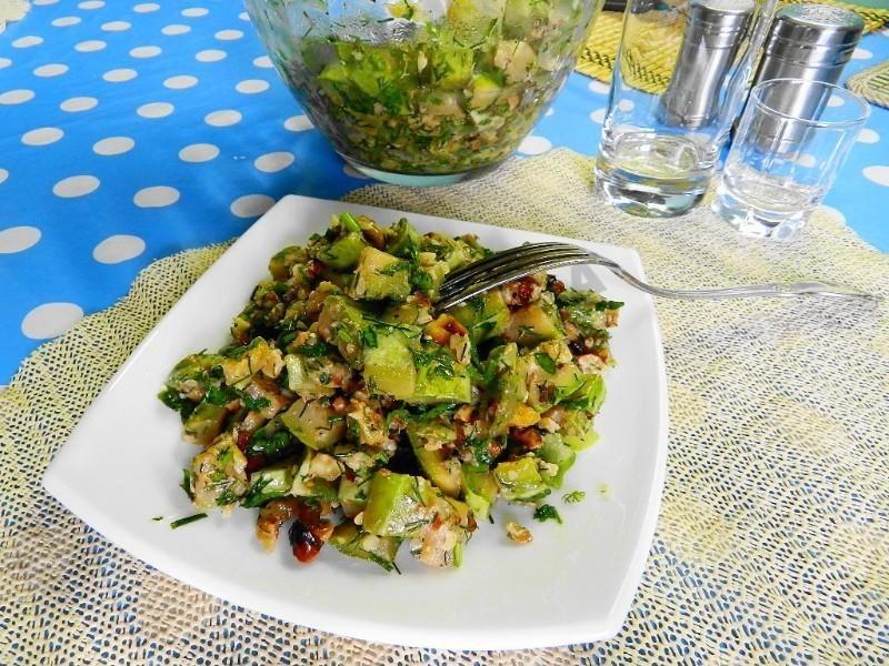 Не салат, а бомба: готовим из кабачков с оригинальной заправкой