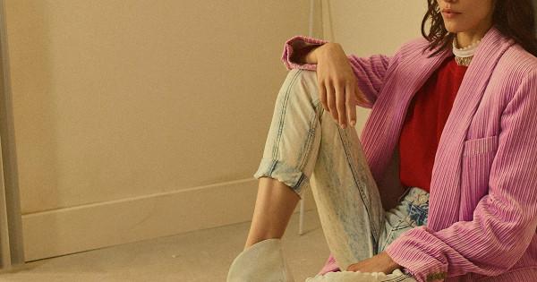 Стопом-бюстье, неоновыми носками, сумкой изнулевых инетолько: 5нескучных способов носить джинсы