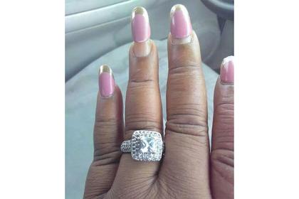 Невеста похвасталась большим кольцом ибыла высмеяна заманикюр