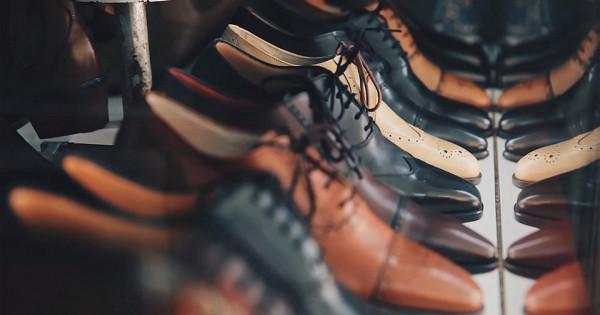 Обувщики спешно распродают запасы
