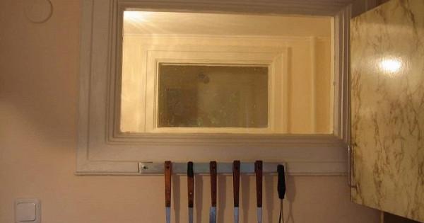 Зачем нужно окно между санузлом икухней