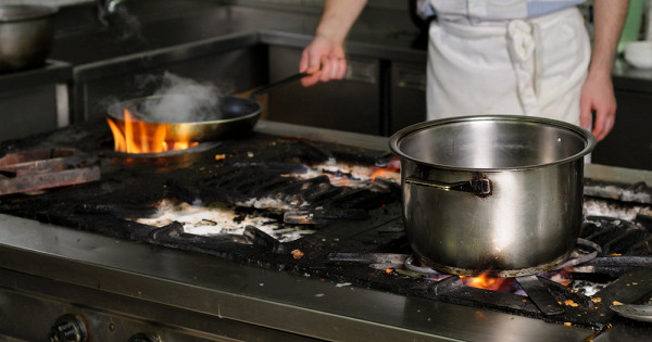 Какудалить многолетний нагар скухонной посуды